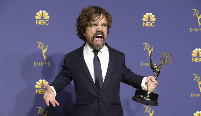 Actor de Game of Thrones celebra recibir el premio Emmy